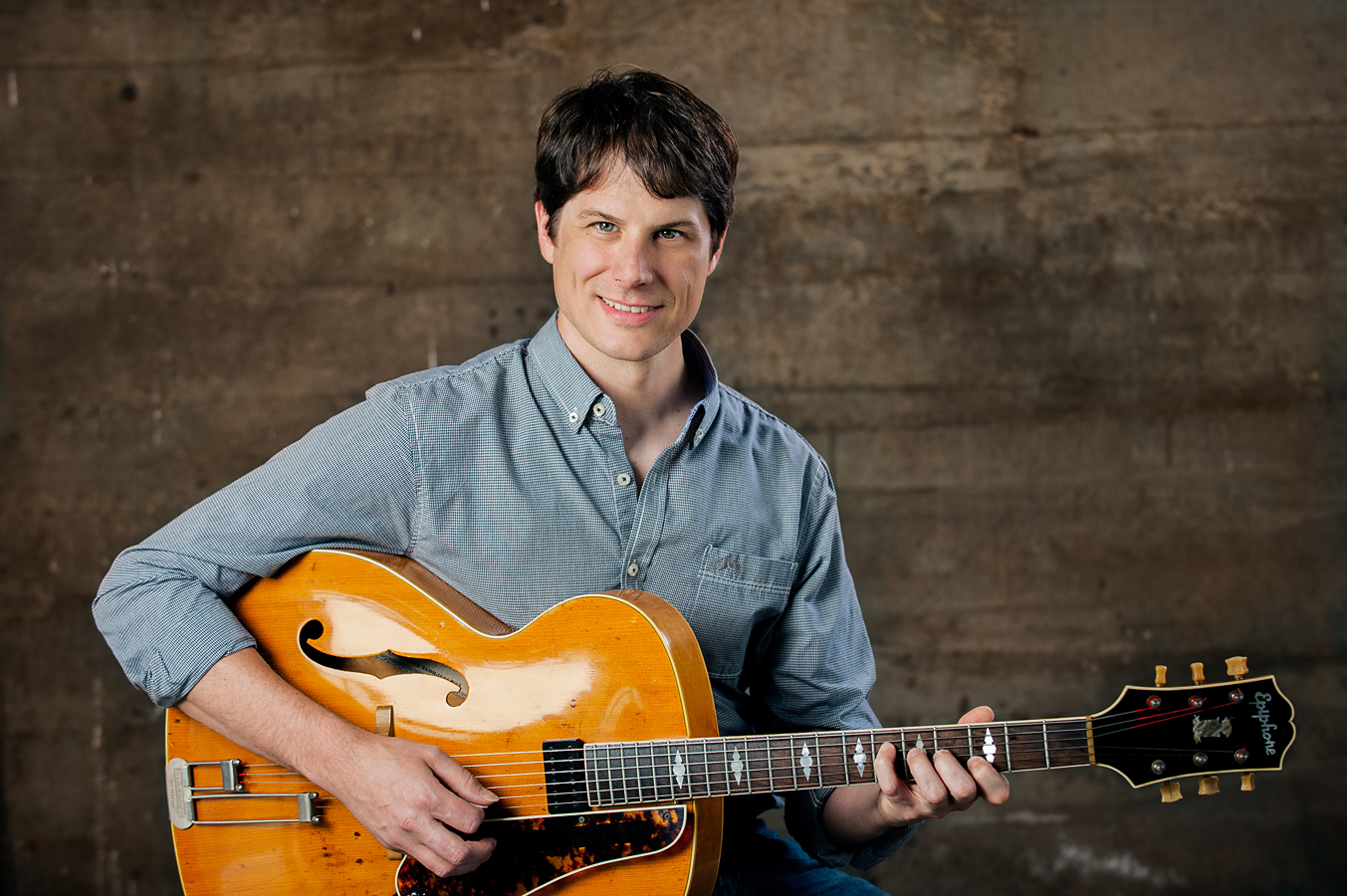 Neil Mattson is a guitarist, composer, educator, and the founder of Montavilla Guitar Studio.